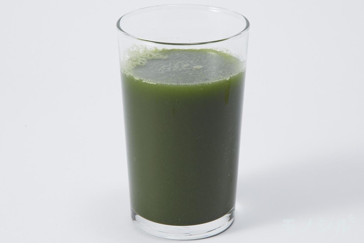 井藤漢方製薬(イトウカンポウセイヤク) メタプロ青汁の商品画像3 グラスに注いだ実際の商品