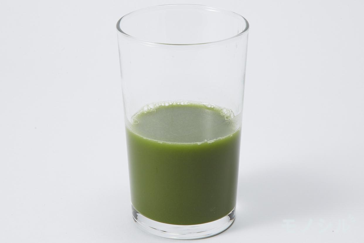 エガオ えがおの青汁満菜の商品画像3 グラスに注いだ実際の商品