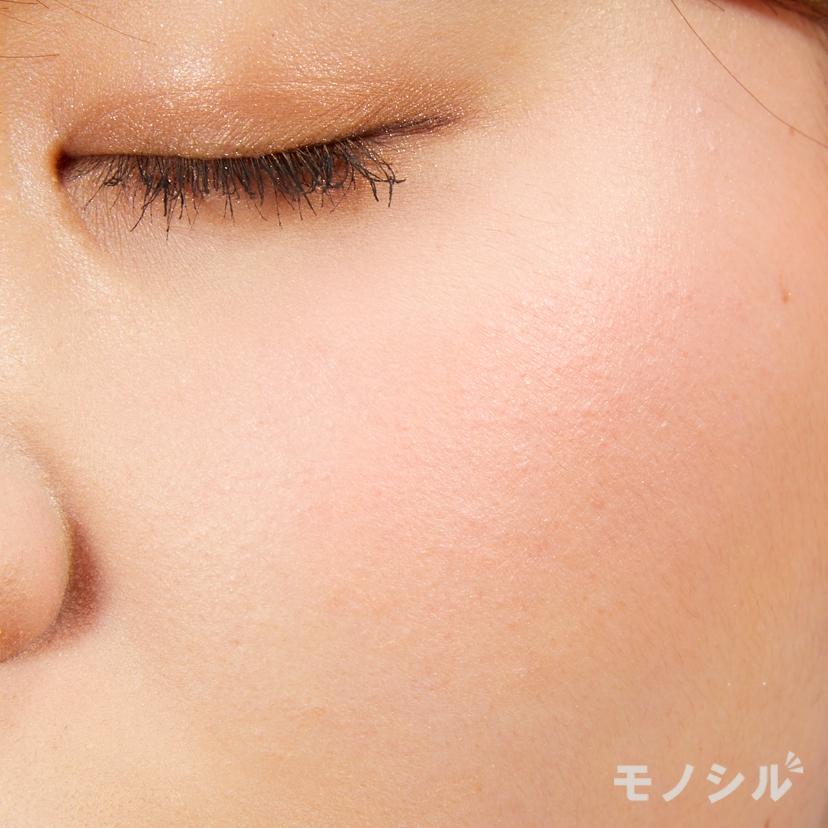 M・A・C(マック)ミネラライズ ブラッシュの実際に頬に塗った商品の使用イメージ