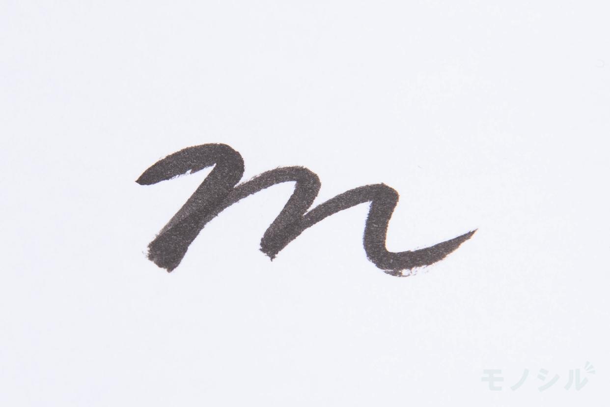 CANMAKE(キャンメイク)クリーミータッチライナーの商品を塗った際の太さの検証