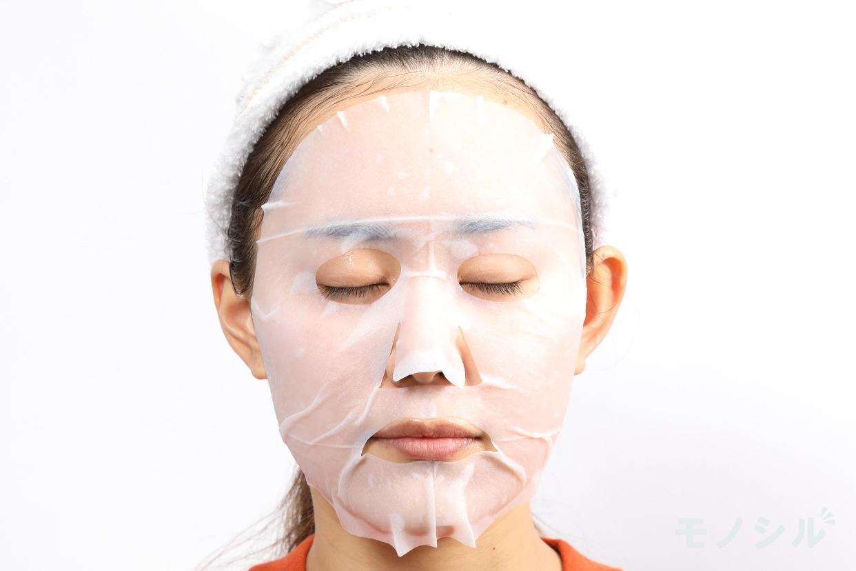 毛穴撫子(ケアナナシコ) お米のマスク <シートマスク>の実際に商品をつけた様子