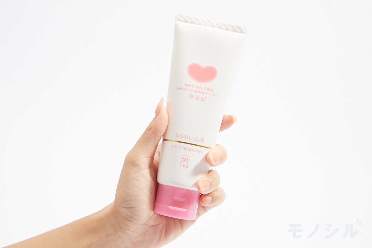 カウブランド 無添加うるおい洗顔の商品画像2 商品を手で持って撮影した画像