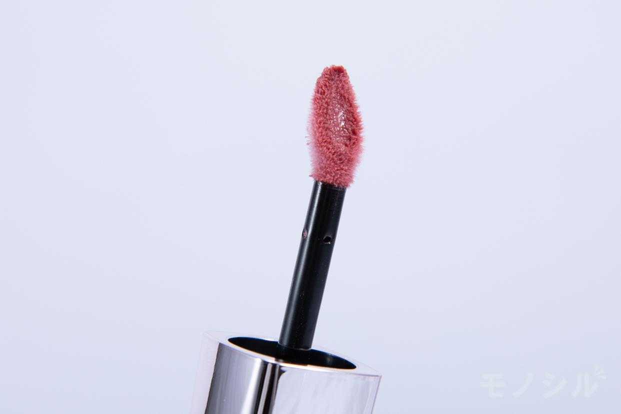 AUBE(オーブ)美容液ルージュの商品の先端をアップで撮影した画像
