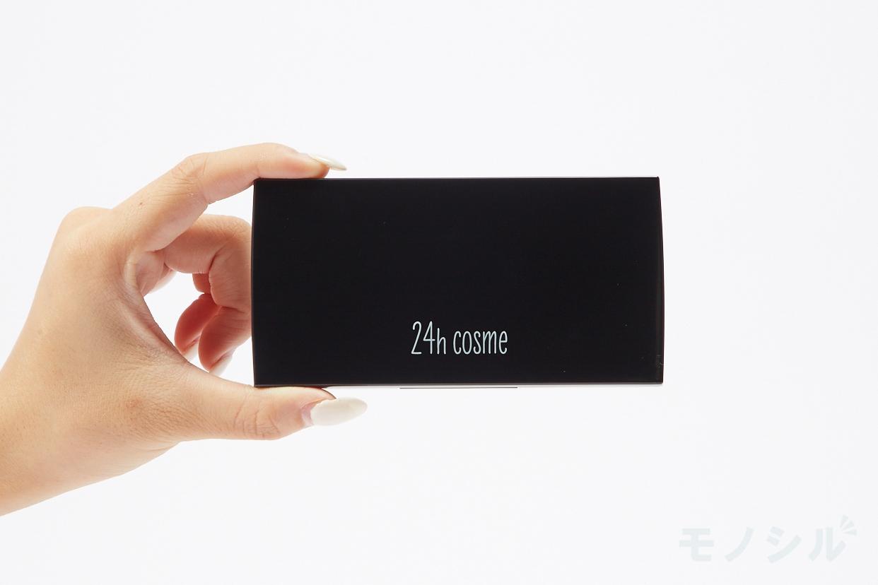 24h cosme ミネラルパウダーファンデーションの商品画像3 商品を手で持って撮影した画像