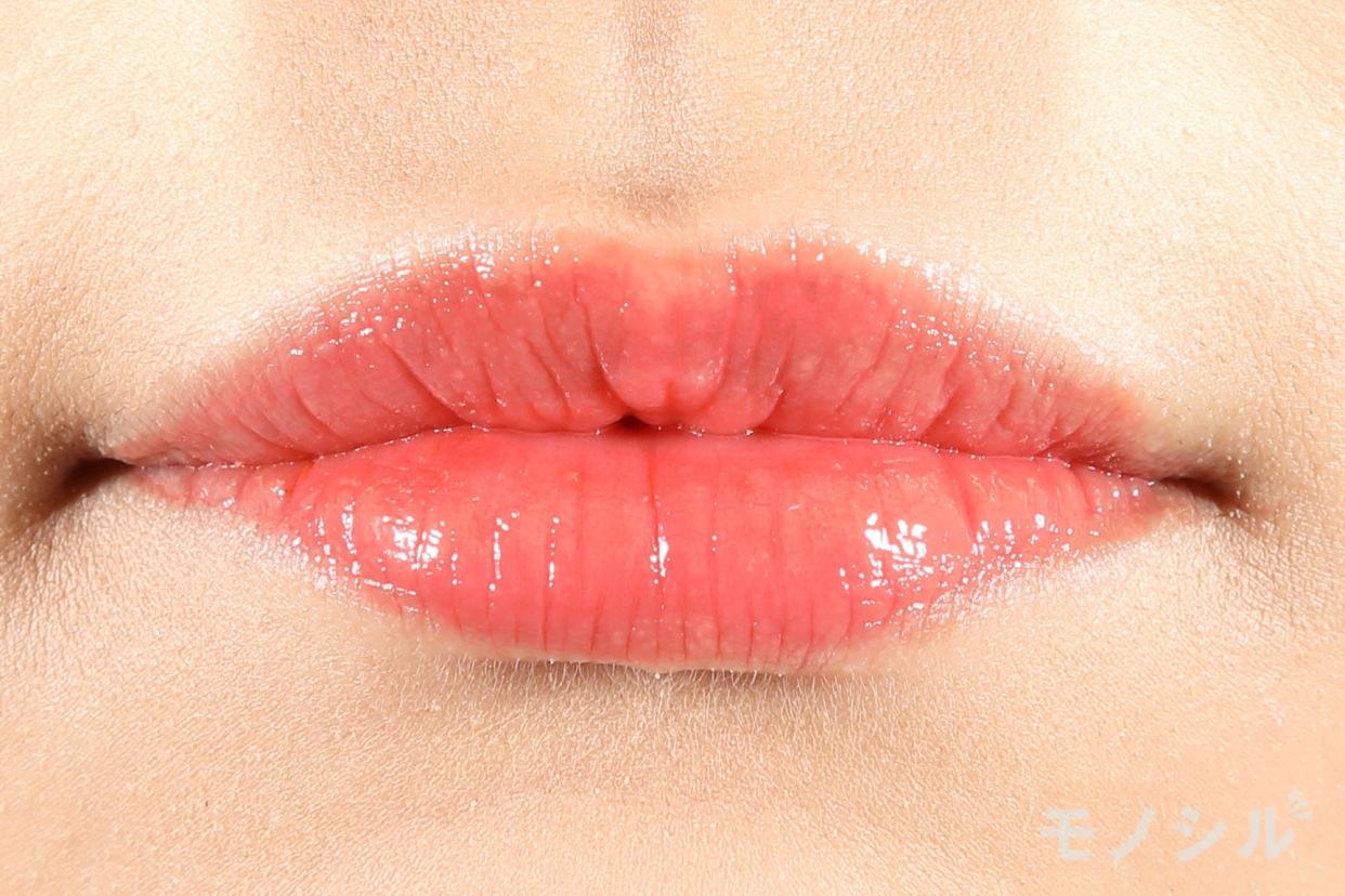 OPERA(オペラ)リップティント Nの商品を唇に塗った画像