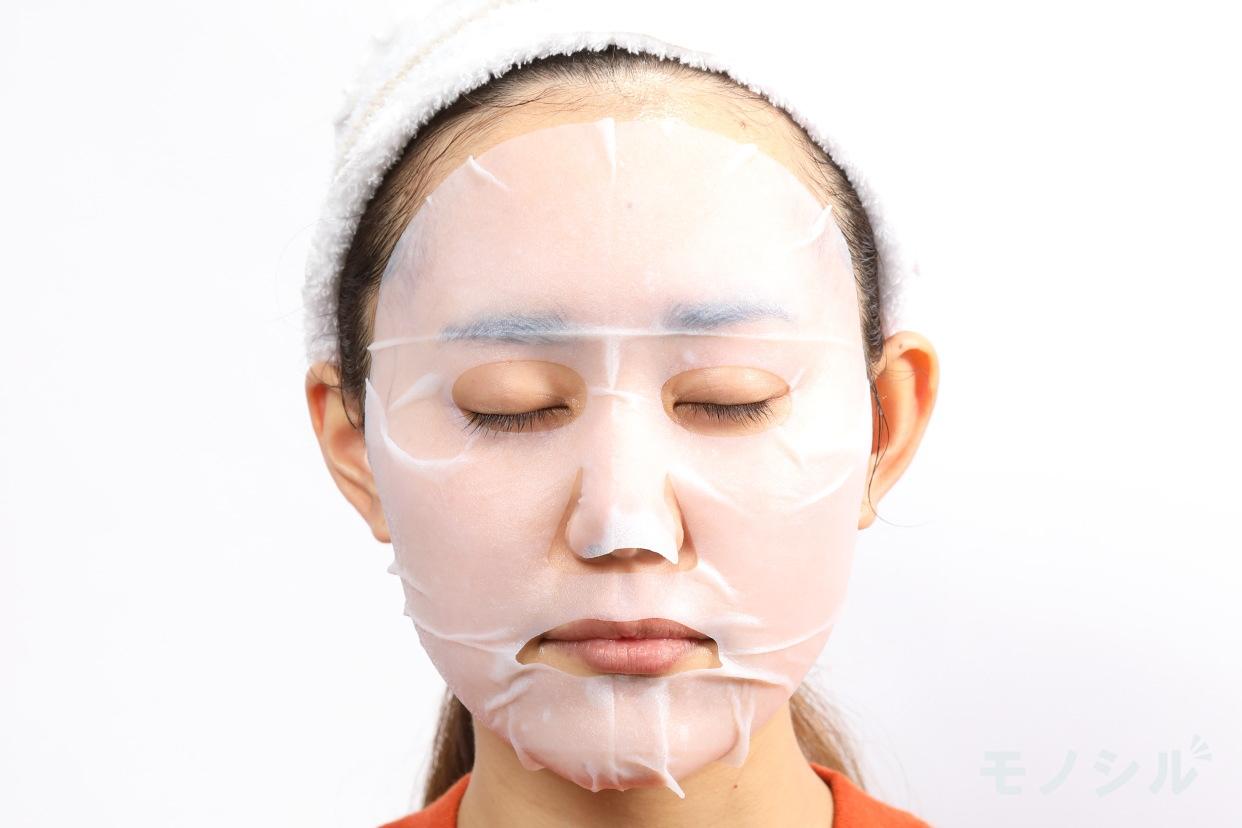 透明白肌 ホワイトマスクNの商品画像4 実際に商品をつけた様子