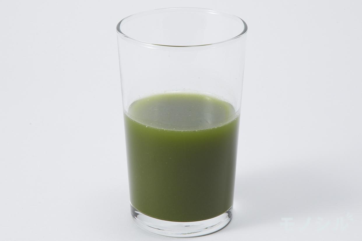 三昧生活(ザンマイセイカツ) 青汁三昧の商品画像3 グラスに注いだ実際の商品