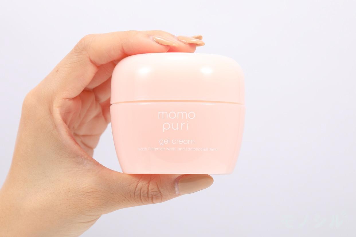 momopuri 潤いジェルクリームの商品画像2 商品を手で持ったシーン