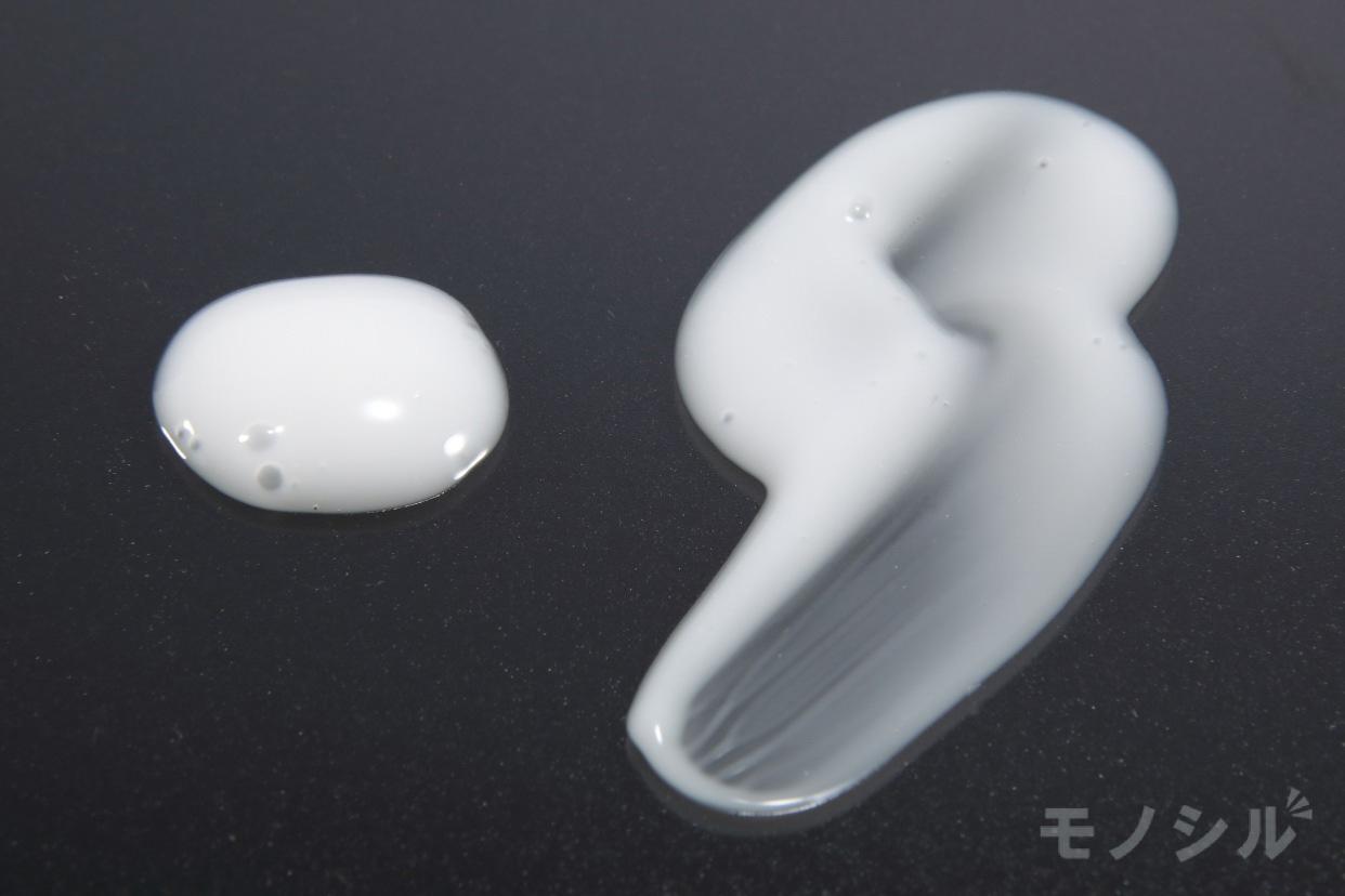 d program(d プログラム) ホワイトニングクリア エマルジョンの商品のテクスチャ−