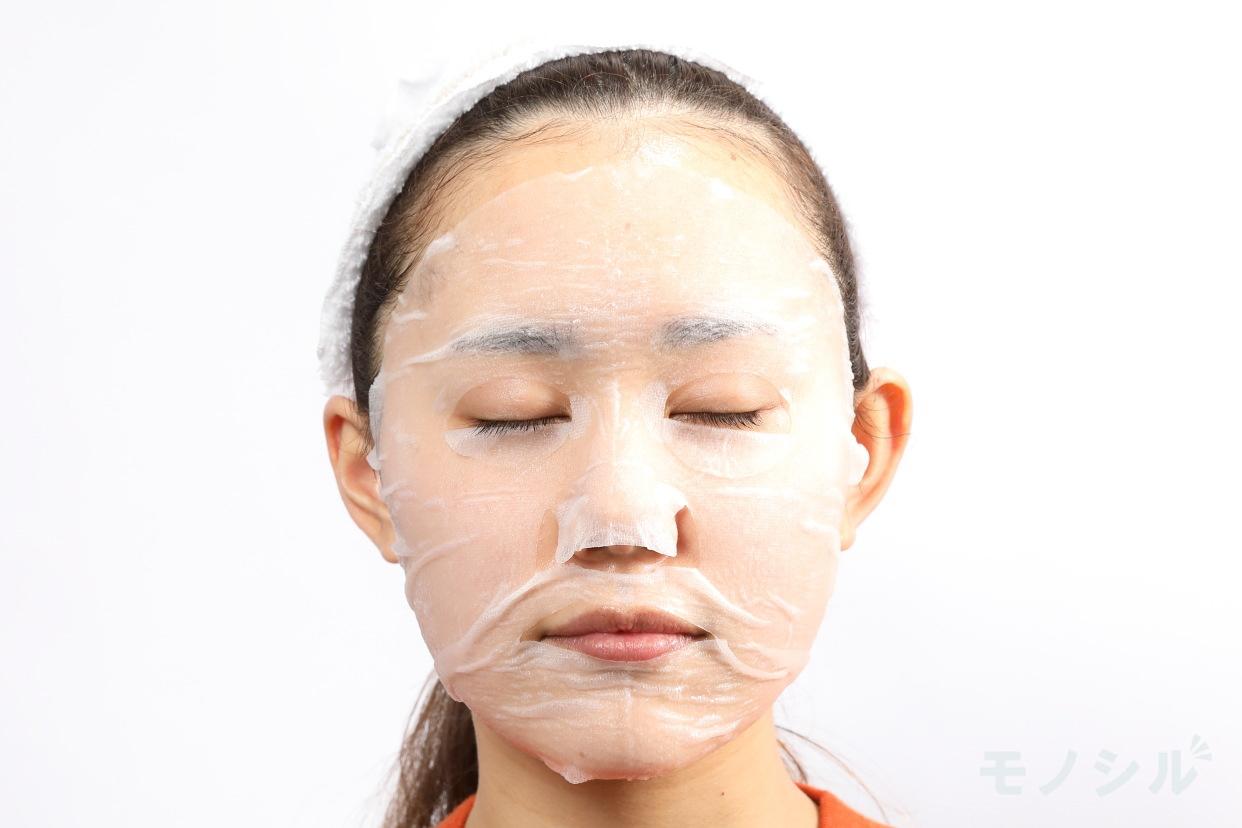 なめらか本舗 ジェル美容液マスクの実際に商品をつけた様子