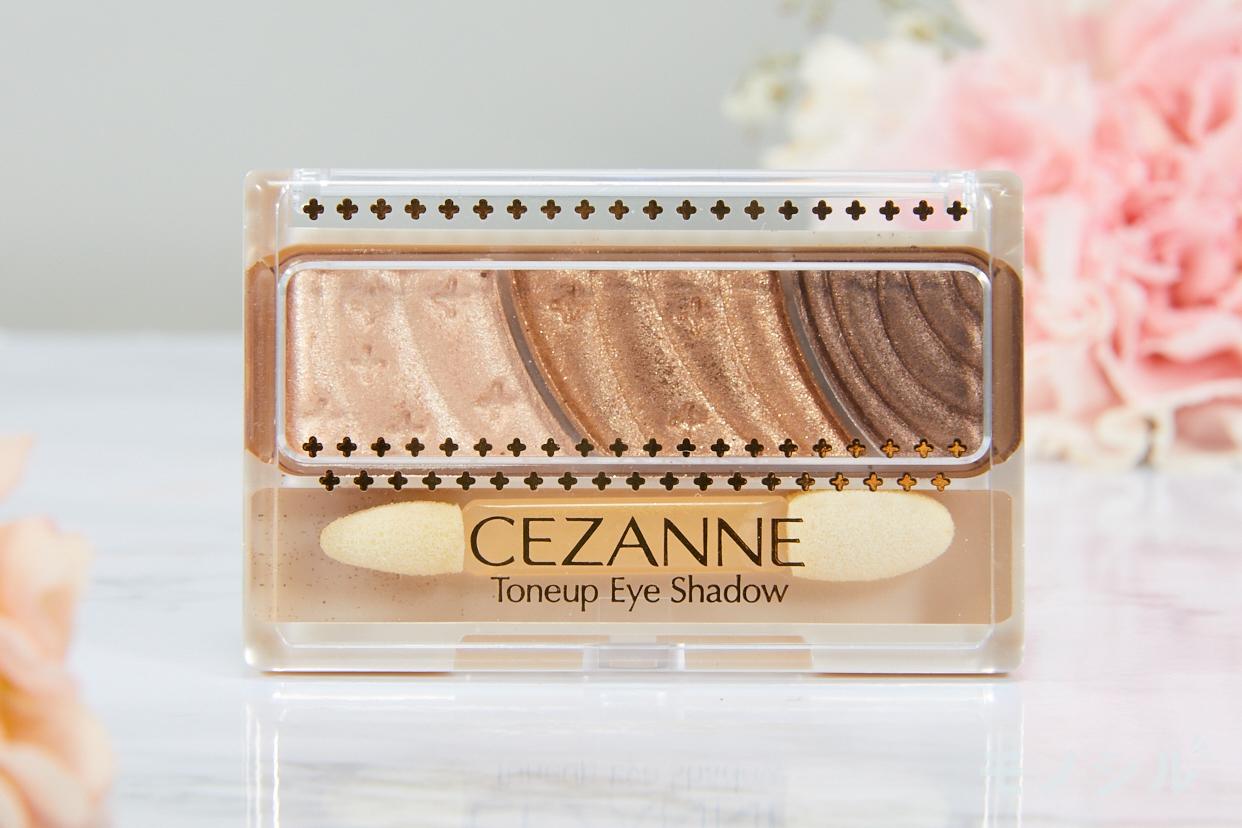 CEZANNE(セザンヌ)トーンアップアイシャドウの商品パッケージ
