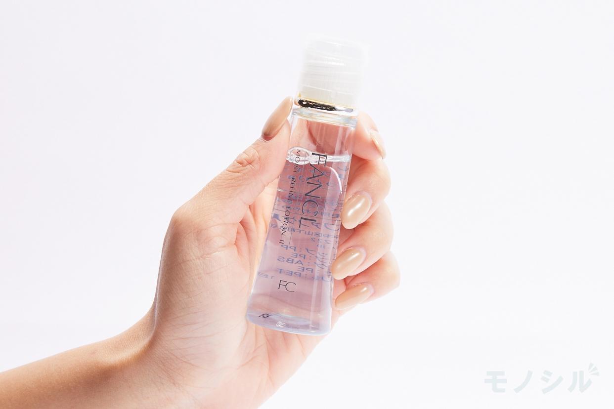 FANCL(ファンケル) モイストリファイン 化粧液 II しっとりの商品画像2 商品を手で持ったシーン
