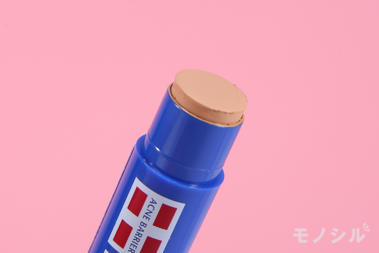 メンズアクネバリア薬用コンシーラーの商品の先端をアップで撮影した画像