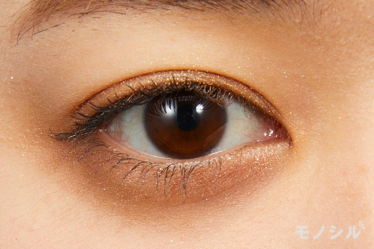 SUQQU(スック)デザイニング カラー アイズの実際にまぶたに塗った商品の使用イメージ(目をあけている)