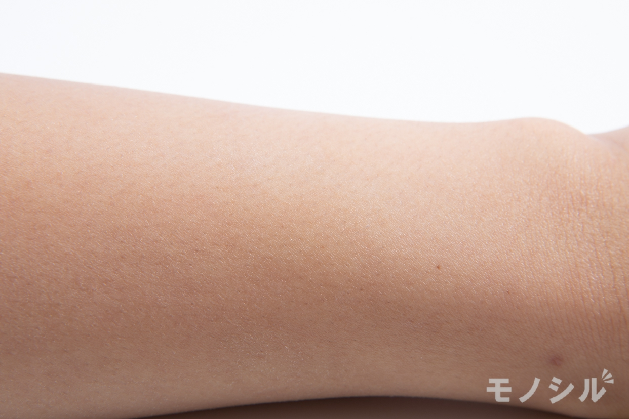 ParaDo(パラドゥ) バズ ガードUV Nの商品画像5 実際に商品を腕につけた様子