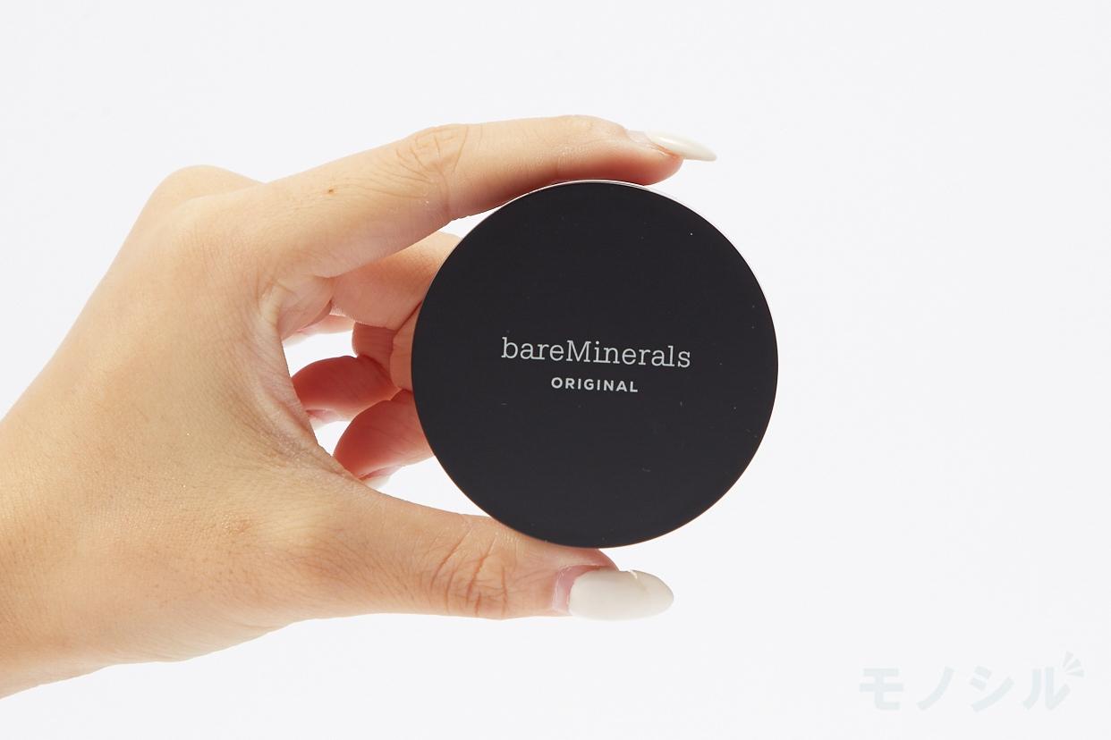 bareMinerals(ベアミネラル) オリジナル ファンデーションの商品画像3 商品を手で持って撮影した画像