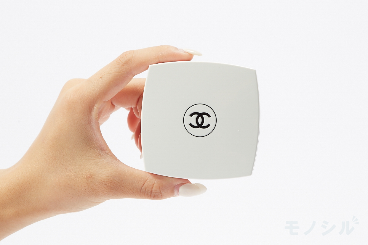 CHANEL(シャネル) ル ブラン クッションの商品画像3 商品を手で持って撮影した画像