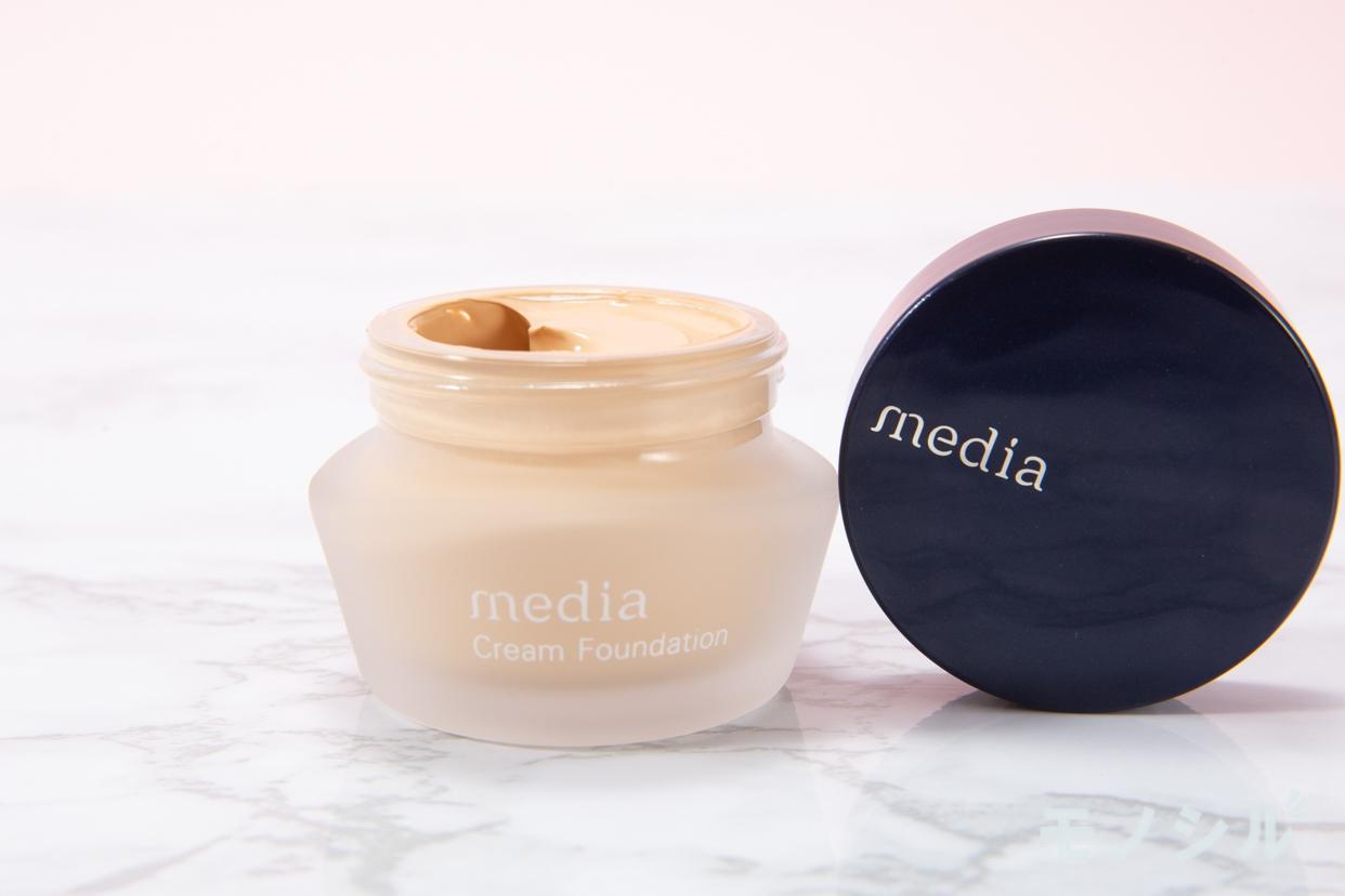 media(メディア) クリームファンデーションの商品のふたを開けて撮影した画像