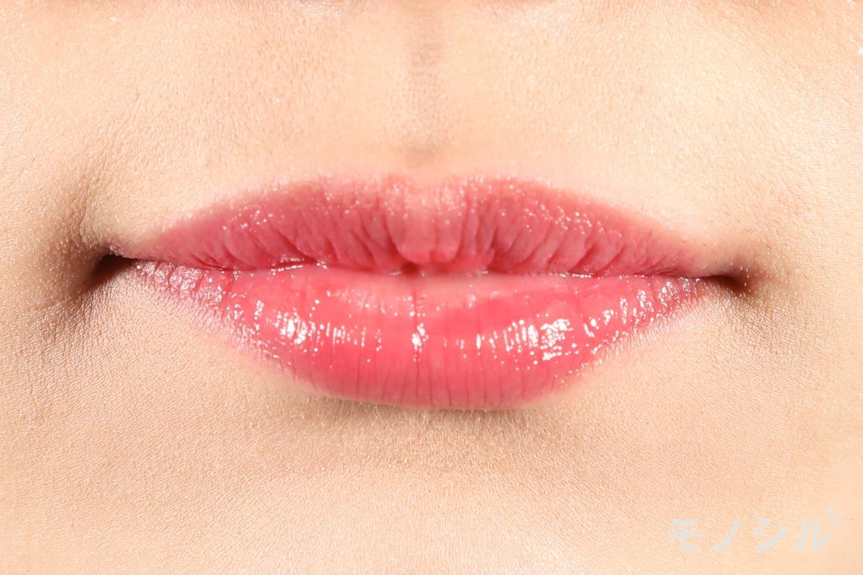 Celvoke(セルヴォーク)ディグニファイド リップスの商品を唇に塗った画像