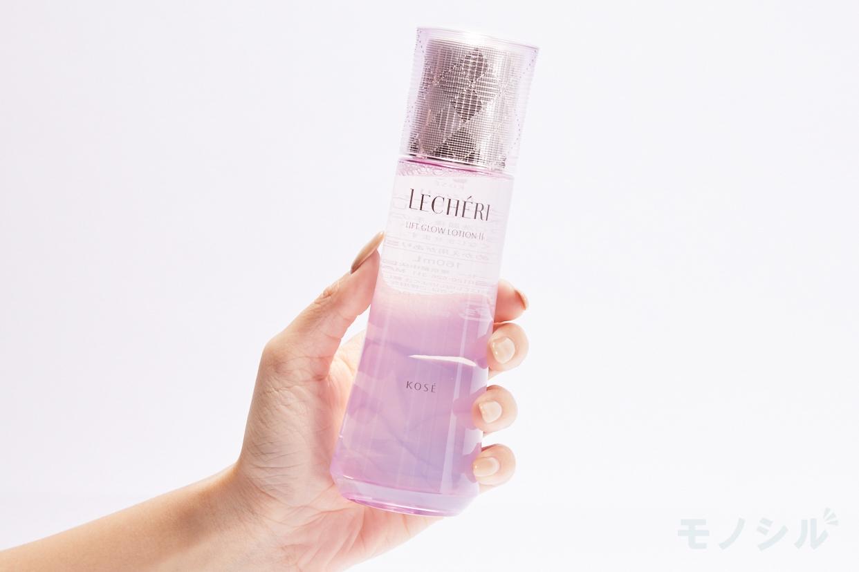 LECHERI(ルシェリ) リフトグロウ ローション Ⅱの商品画像2 商品を手で持ったシーン