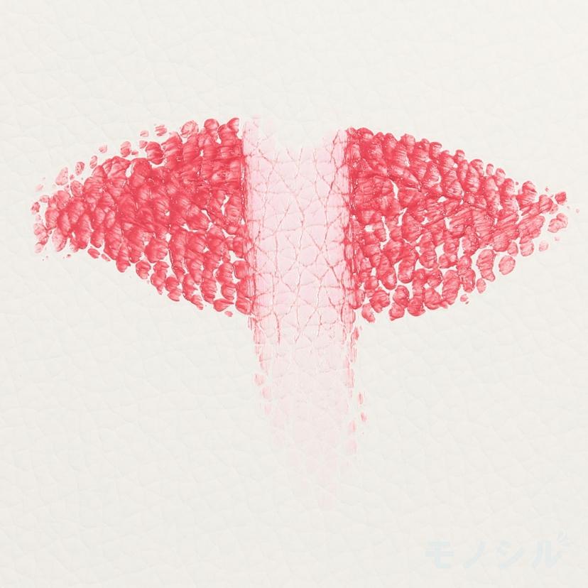 マジョリカ マジョルカ ピュア・ピュア・キッスNEOの商品を唇に塗った画像