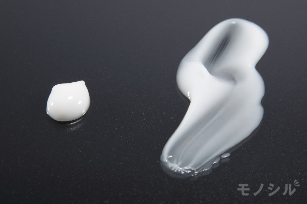 SOFINA beauté(ソフィーナ ボーテ)高保湿乳液 とてもしっとりの商品のテクスチャ−