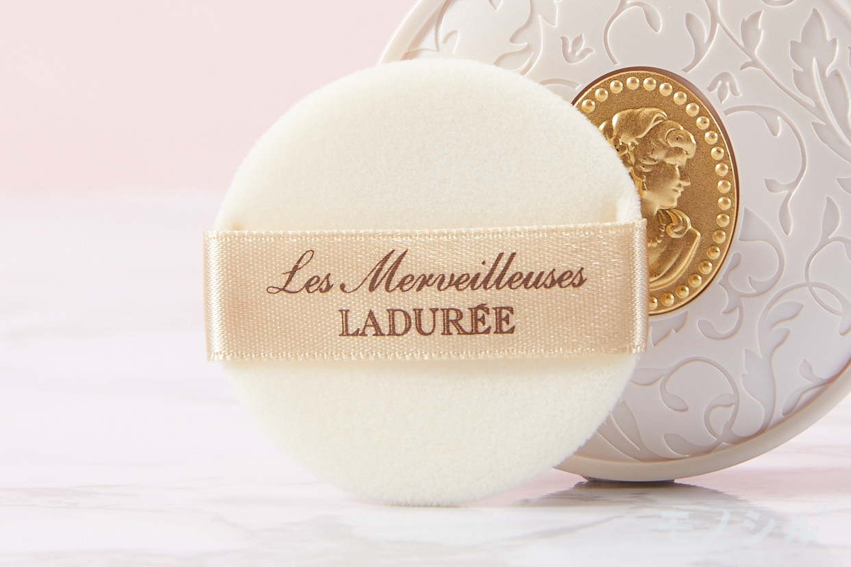 Les Merveilleuses LADURÉE(レ・メルヴェイユーズ ラデュレ) パウダーファンデーションの商品画像3 商品に付属しているパフの画像