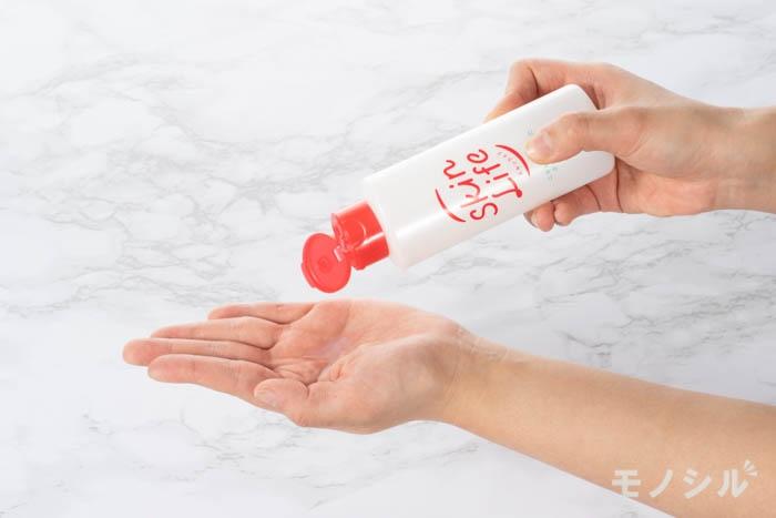 Skin Life(スキンライフ) 薬用化粧水の商品画像4 商品の液を出した画像