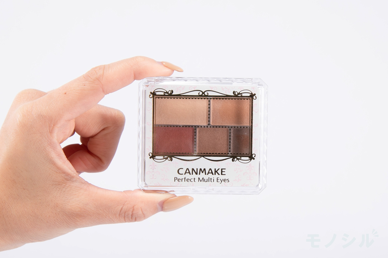 CANMAKE(キャンメイク) パーフェクトマルチアイズの商品を手で持った様子
