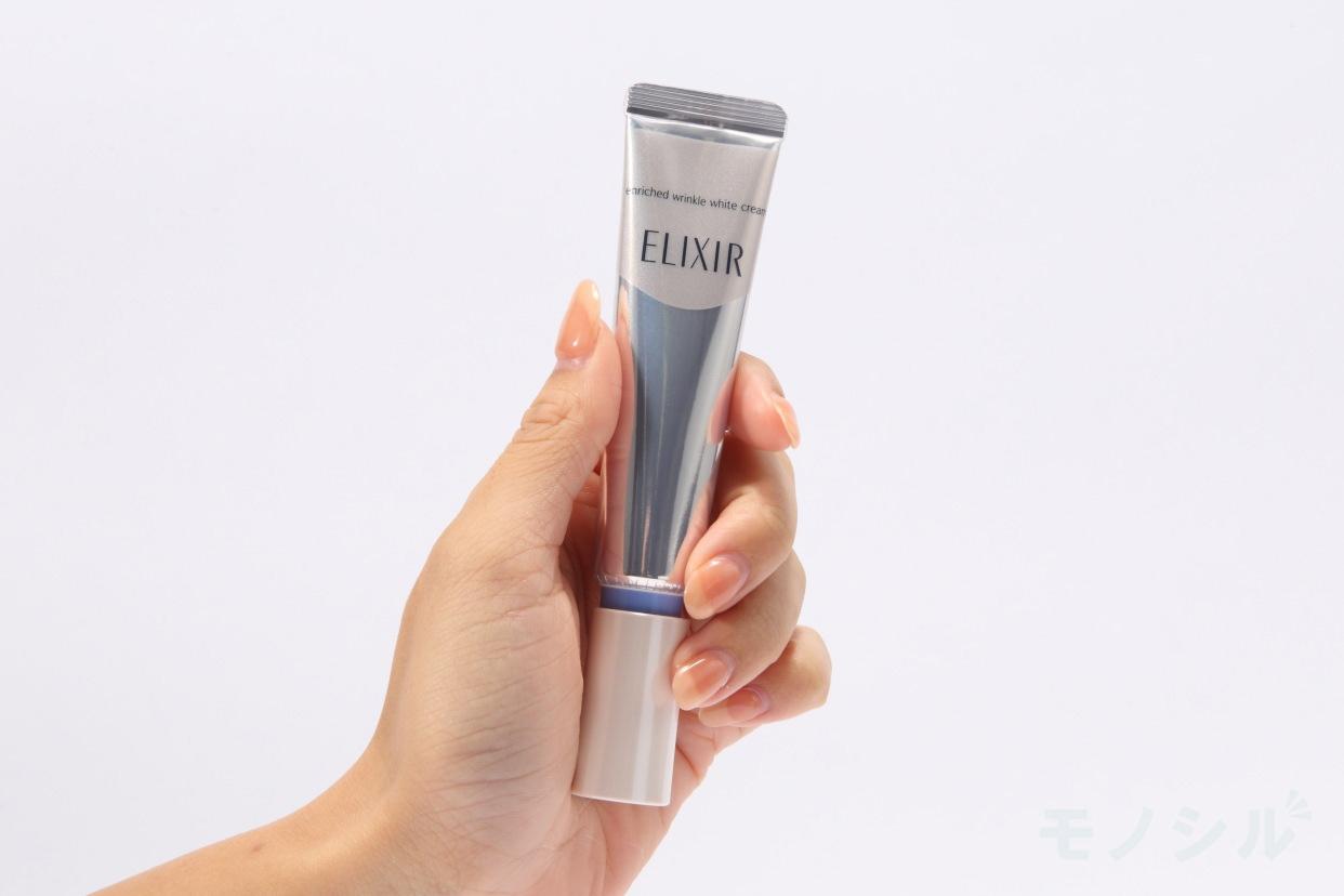 ELIXIR(エリクシール) ホワイト エンリッチド リンクルホワイトクリーム Sの手に持った商品