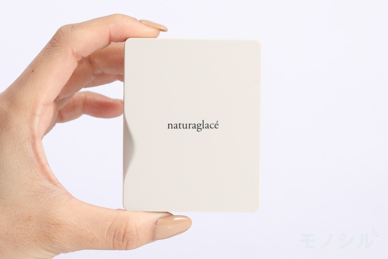 naturaglacé(ナチュラグラッセ) ハイライトパウダーの商品画像3 商品を手で持った様子