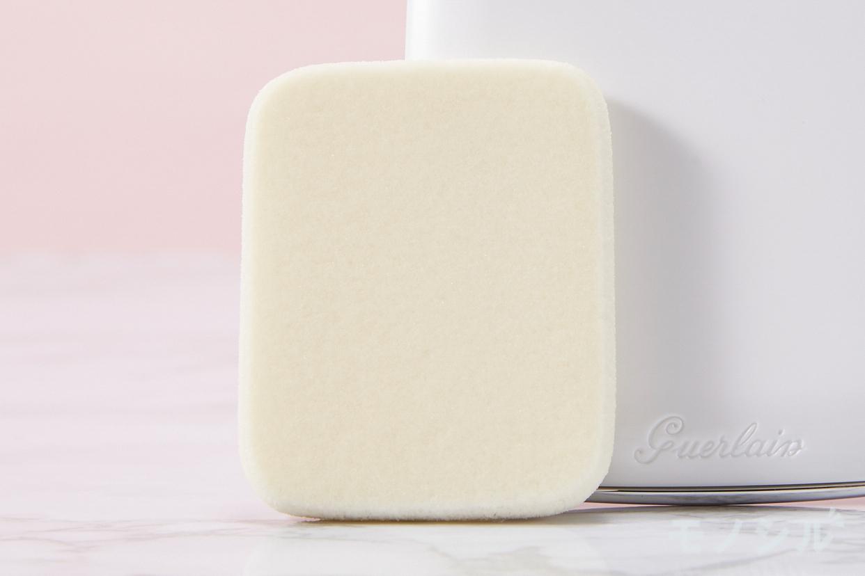 GUERLAIN(ゲラン) ペルル ブラン ライトブースター コンパクトの商品画像6 商品に付属しているパフの画像