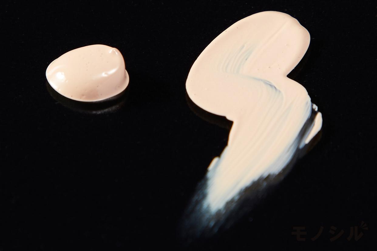 M・A・C(マック) ライトフル C+ SPF 50 クイック フィニッシュ クッション コンパクトの商品のテクスチャーの画像
