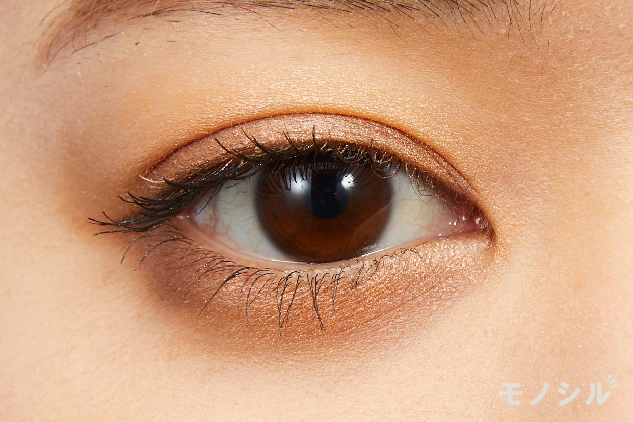 Dior(ディオール) サンク クルール クチュールの実際にまぶたに塗った商品の使用イメージ(目をあけている)