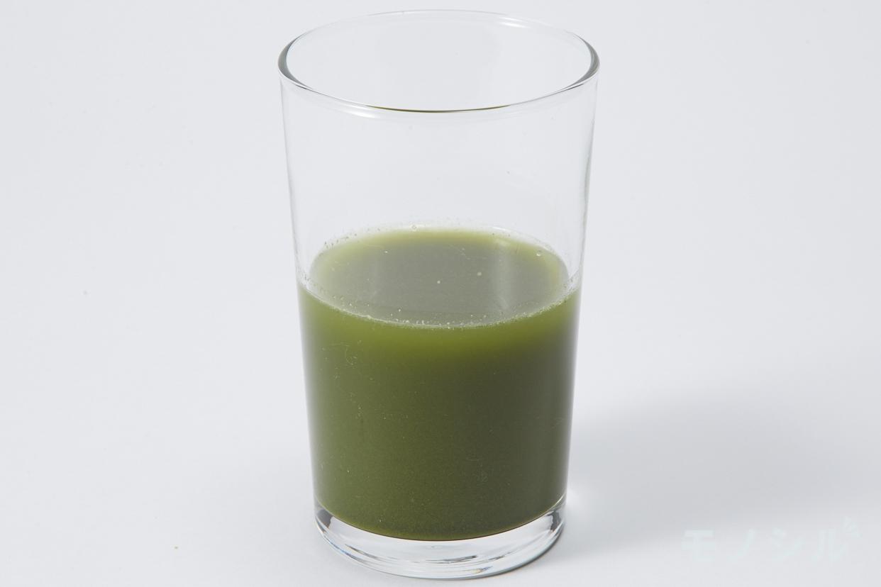 ナチュレライフ ドクターベジフル青汁の商品画像3 グラスに注いだ実際の商品