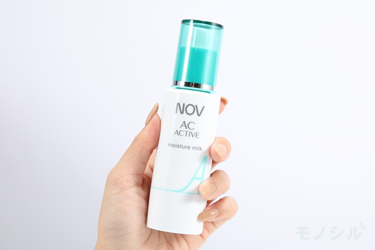 NOV(ノブ) ACアクティブ モイスチュアミルクの商品画像2 商品を手で持ったシーン