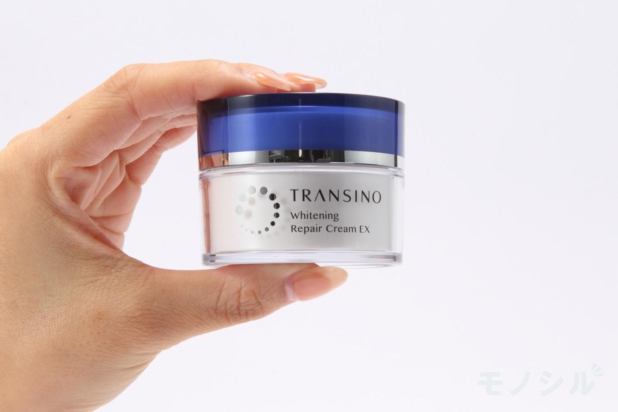 TRANSINO(トランシーノ)薬用ホワイトニングリペアクリームEXの手に持った商品