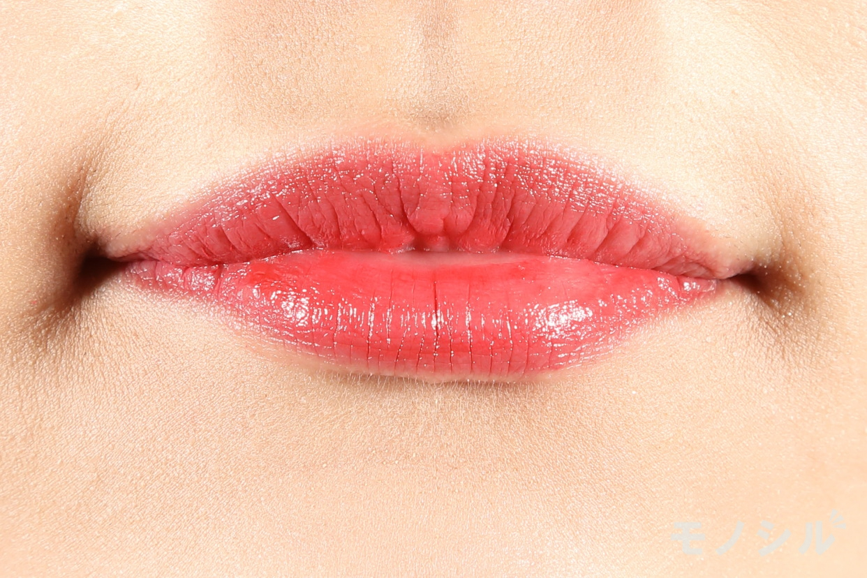 CEZANNE(セザンヌ)ラスティング リップカラーNの商品を唇に塗った画像