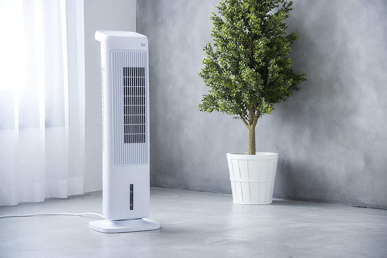 THREEUP(スリーアップ) 加湿機能付スリムタワー温冷風扇 ヒート&クール HC-T1804WHの商品画像3