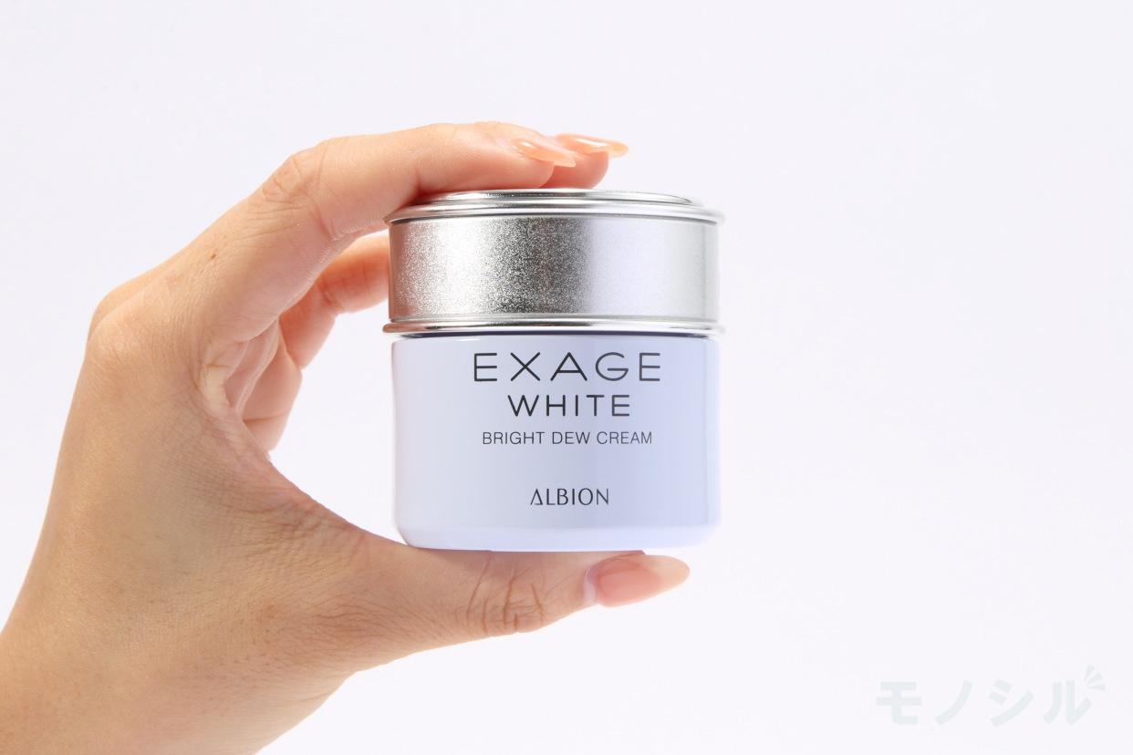 EXAGE WHITE(エクサージュホワイト)ブライトデュウ クリームの手に持った商品
