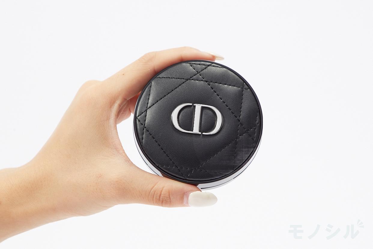 Dior(ディオール) スキン フォーエヴァー クッションの商品画像4 商品を手で持って撮影した画像