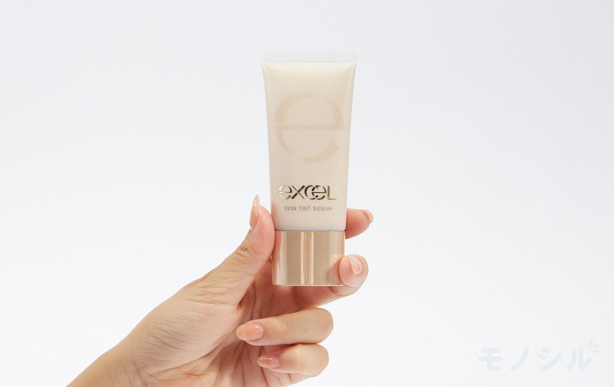 excel(エクセル) スキンティントセラムの商品画像3 商品を手で持って撮影した画像