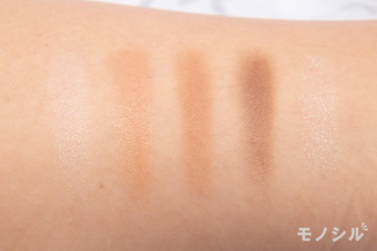 RIMMEL(リンメル) ショコラスウィート アイズの商品画像3 腕に塗って商品の色味を比較している様子