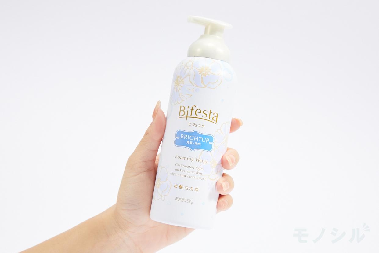 Bifesta(ビフェスタ) 泡洗顔 ブライトアップの商品画像2 商品を手で持って撮影した画像