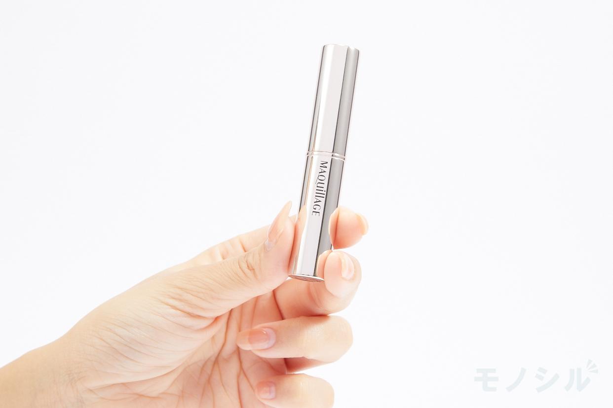 MAQuillAGE(マキアージュ) コンシーラースティック EXの商品を手で持って撮影した画像