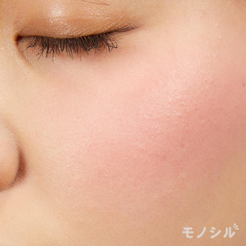 Visée(ヴィセ)リップ&チーククリーム Nの実際に頬に塗った商品の使用イメージ