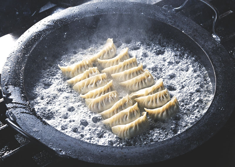 KANKUMA(カンクマ) 鉄餃子鍋 33cmの商品画像2
