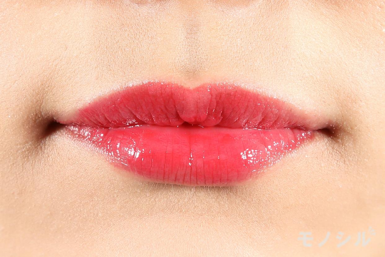 CANMAKE(キャンメイク)メルティールミナスルージュの商品を唇に塗った画像
