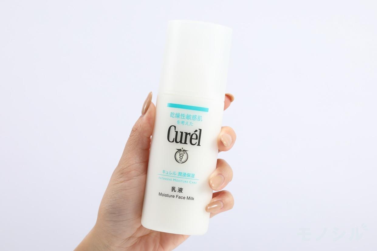 Curél(キュレル) 潤浸保湿 乳液の商品画像2 商品を手で持ったシーン