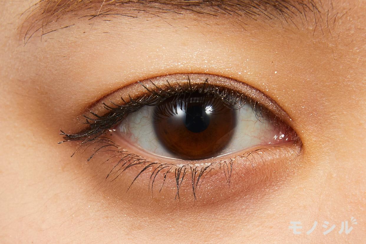 CEZANNE(セザンヌ)シングルカラーアイシャドウの実際にまぶたに塗った商品の使用イメージ(目をあけている)